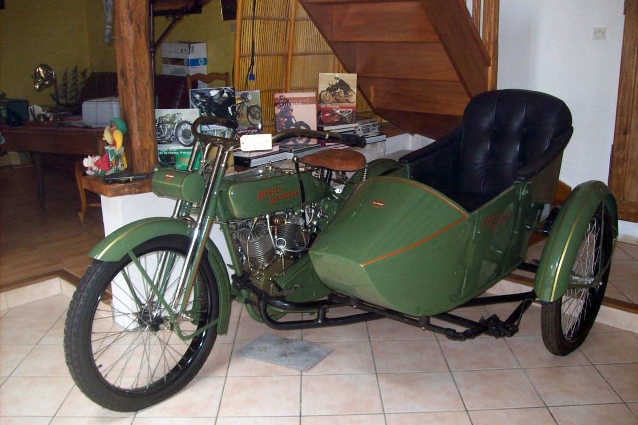 Harley-Davidson-side-car-1920